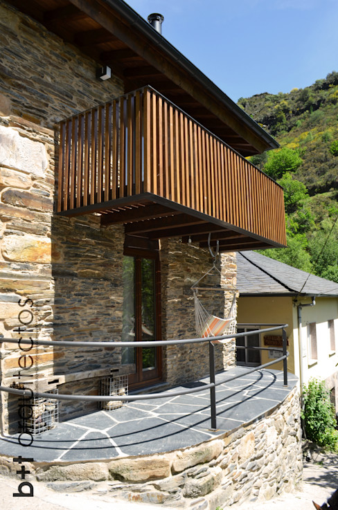 Exterior. Terraza y balcón b+t arquitectos Casas de estilo rural