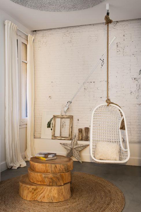 Marta Castellano-Mas interiorista Scandinavian style corridor, hallway& stairs Concrete White