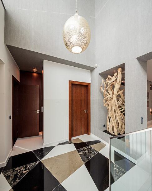 Atelier Ana Leonor Rocha Modern Corridor, Hallway and Staircase