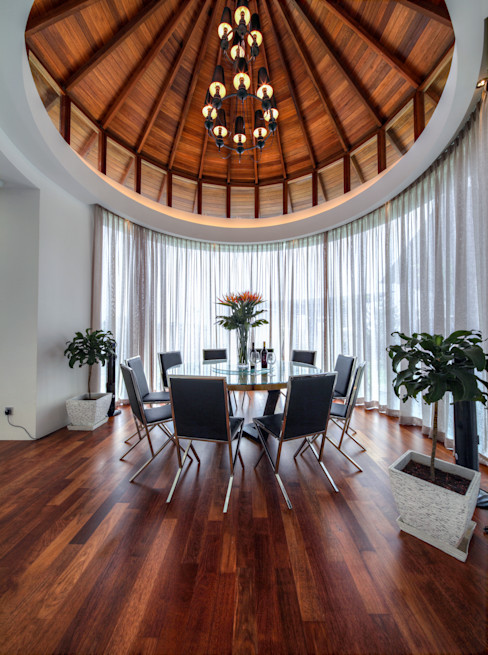 Majestic Contemporary | BUNGALOW Design Spirits Minimalist dining room