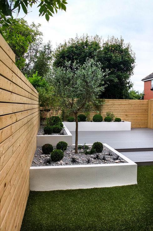 Small, low maintenance garden Yorkshire Gardens Jardines minimalistas Compuestos de madera y plástico