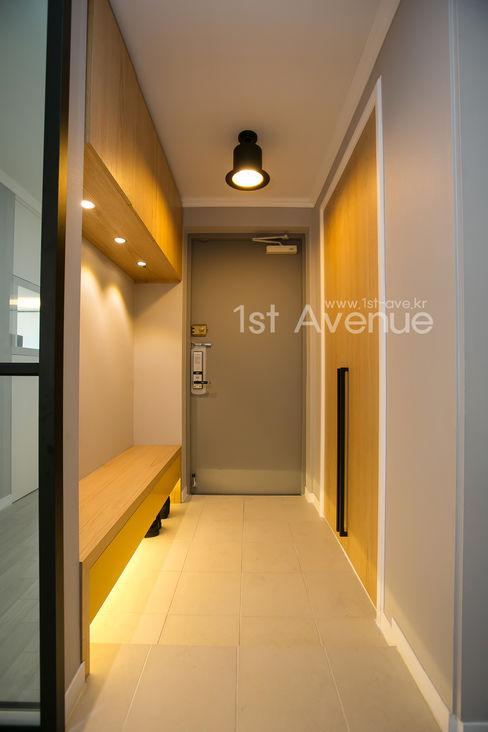 퍼스트애비뉴 Modern corridor, hallway & stairs
