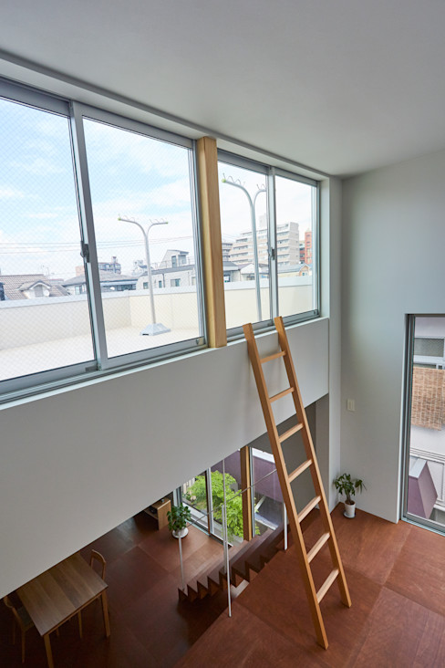 住居と園庭 松浦荘太建築設計事務所 モダンデザインの テラス