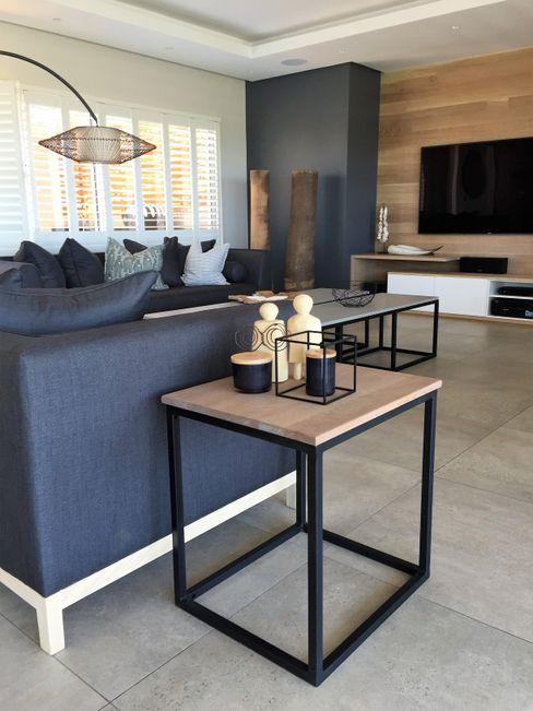 Margaret Berichon Design Salas de estilo industrial Hierro/Acero Negro