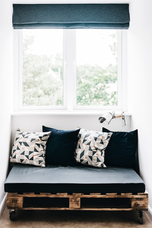 Industrial style reading nook Katie Malik Interiors Industriale Schlafzimmer