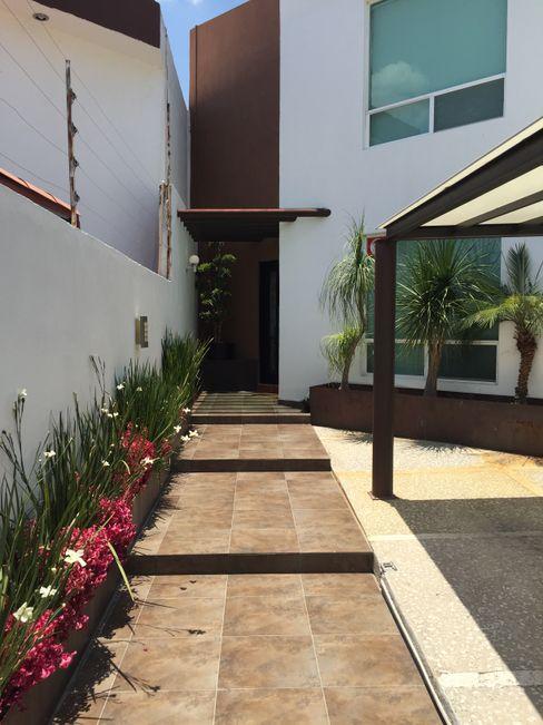 AMG Arquitectura Integral Couloir, entrée, escaliers modernes Céramique