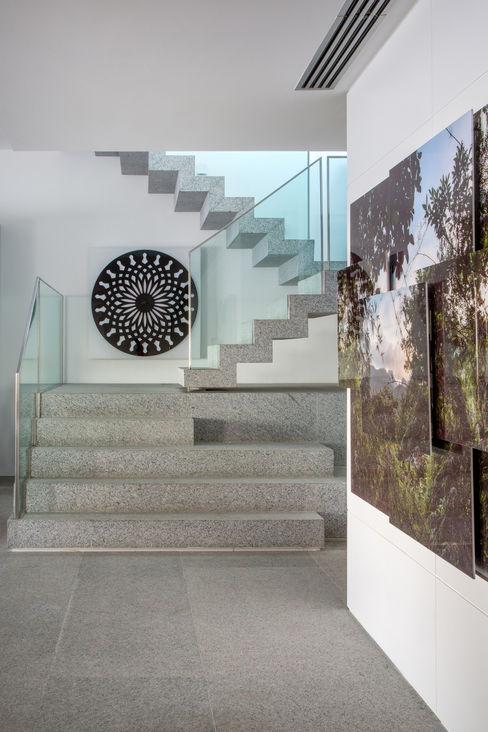 Apartamento Delta Gisele Taranto Arquitetura Corredores, halls e escadas modernos