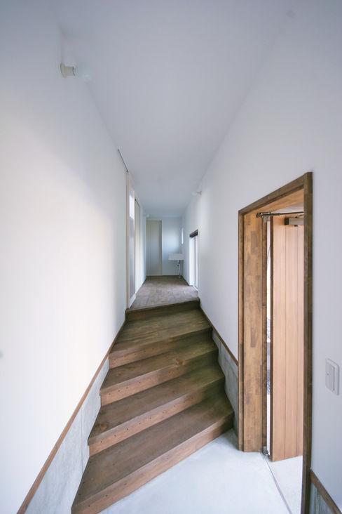 エントランスホール01 加藤淳一級建築士事務所 モダンスタイルの 玄関&廊下&階段