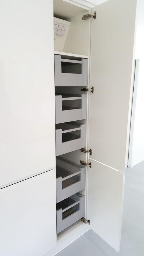 PWS Remo Handleless White Gloss Kitchen with Silestone Eros Stellar Worktop Meridien Interiors Ltd Kitchen
