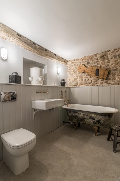 Miner's Cottage II: Master Bathroom design storey Ванна кімната