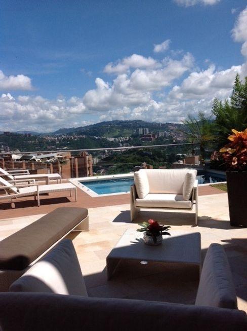 Terraza Loa Campitos THE muebles Balcones y terrazas de estilo moderno