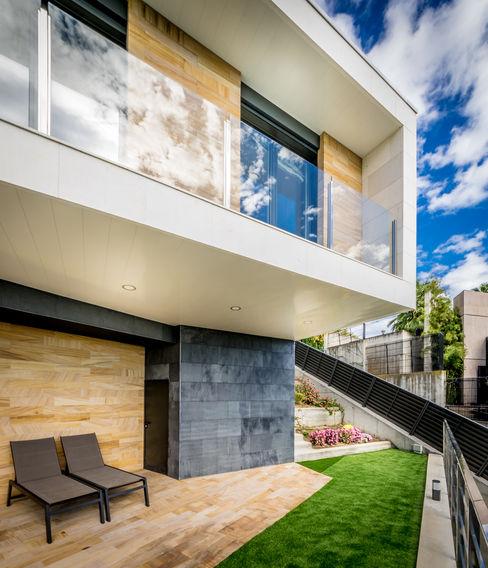 Exterior terrace 08023 Architects Balcones y terrazas modernos