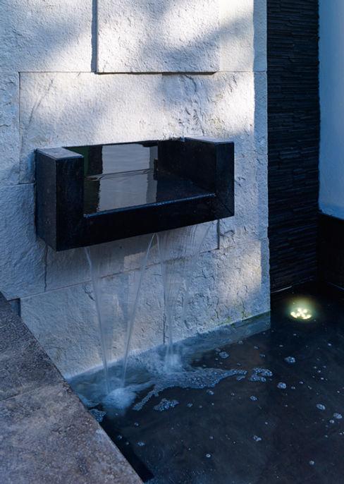 FUENTE Excelencia en Diseño Casas modernas Piedra Blanco