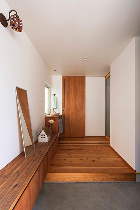 祐建築設計事務所 Коридор, прихожая и лестница в модерн стиле