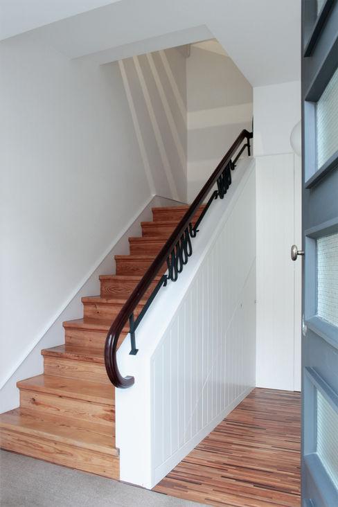Sónia Cruz - Arquitectura Pasillos, vestíbulos y escaleras de estilo moderno Madera