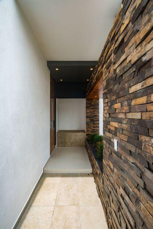 ROKA Arquitectos Minimalist houses Ceramic Wood effect
