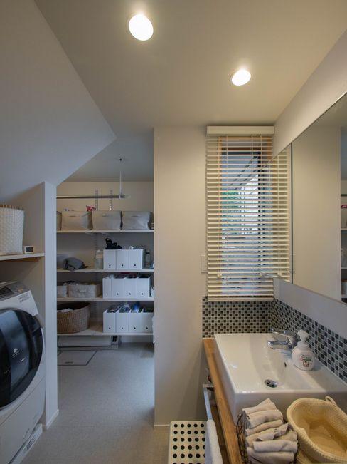 洗面所 株式会社エキップ モダンスタイルの お風呂 タイル 白色