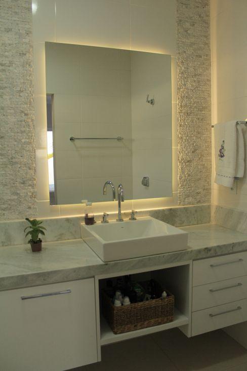 Lozí - Projeto e Obra Minimalist style bathroom