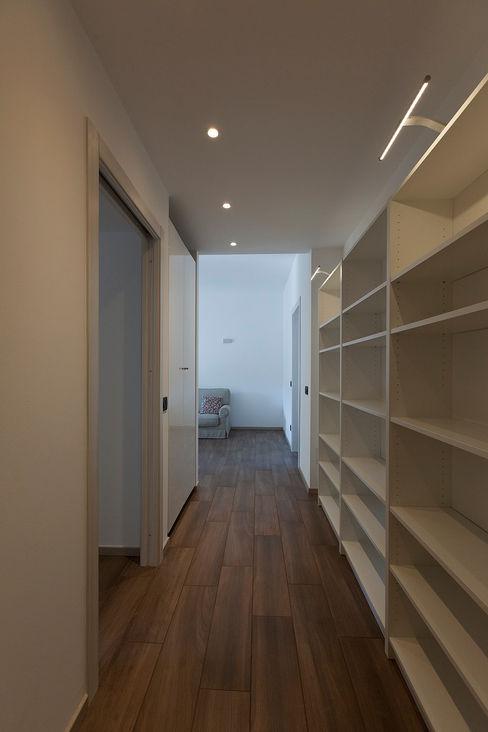 Laura Galli Architetto Moderne gangen, hallen & trappenhuizen