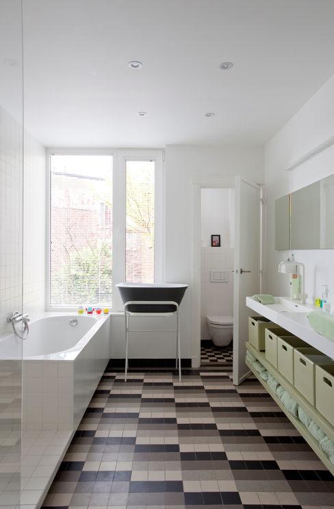 studio k interieur en landschapsarchitecten Salle de bain moderne