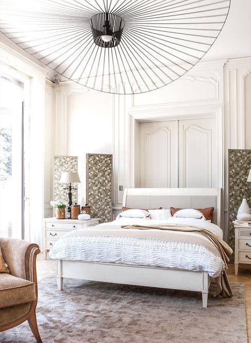Conexo. Dormitorios de estilo moderno Madera maciza Beige
