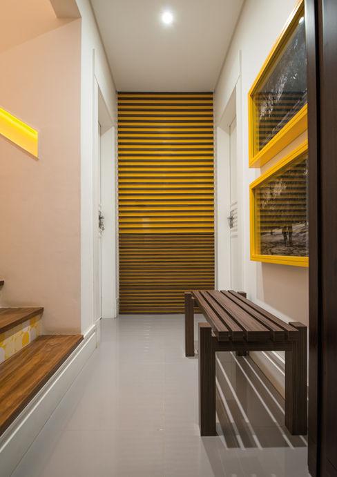 Circulação Studio Leonardo Muller Corredores, halls e escadas modernos MDF Amarelo