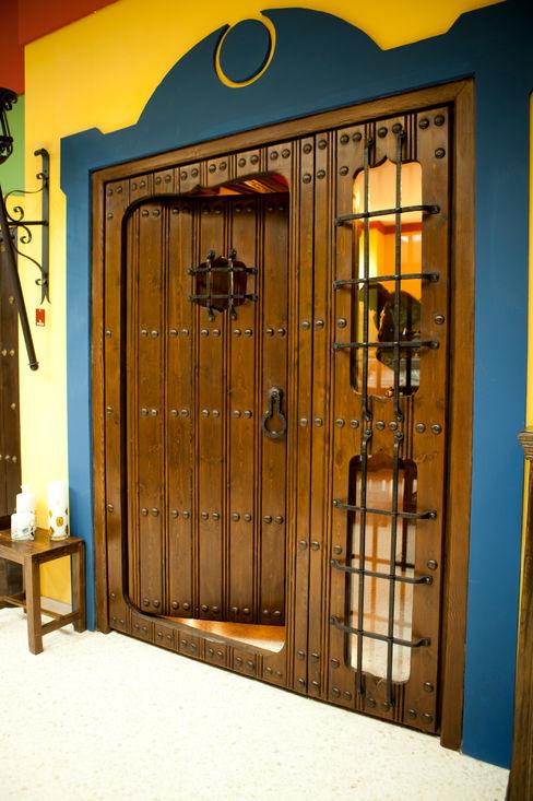 homify Classic windows & doors