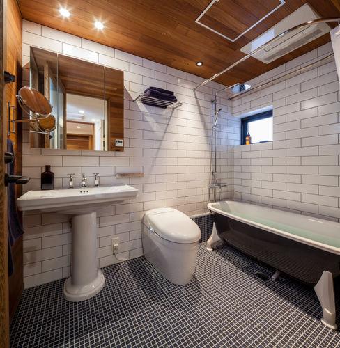 エム・アイ・エー・アーキテクツ有限会社 Modern bathroom Tiles White