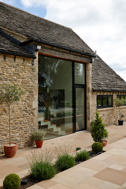 External shot Trombe Ltd Finestre & Porte in stile moderno