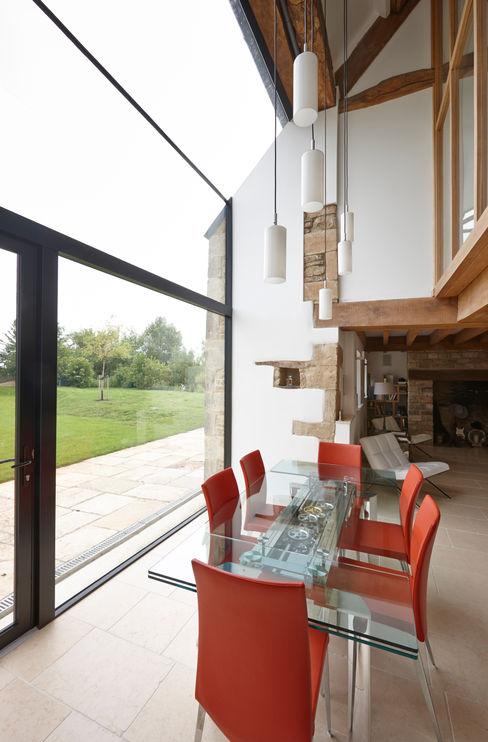 Internal photo Trombe Ltd Finestre & Porte in stile moderno
