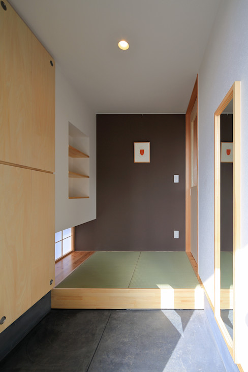 玄関ホール ㈱ライフ建築設計事務所 ミニマルスタイルの 玄関&廊下&階段