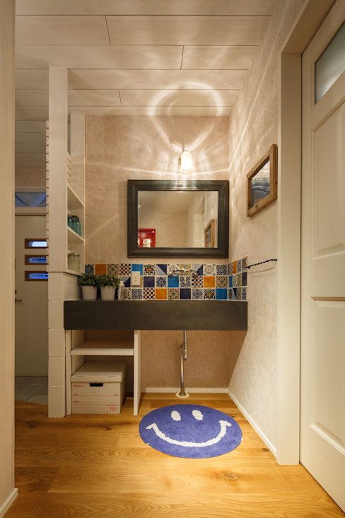 dwarf Eclectic style bathrooms