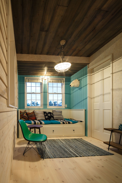 dwarf Eclectic style media rooms