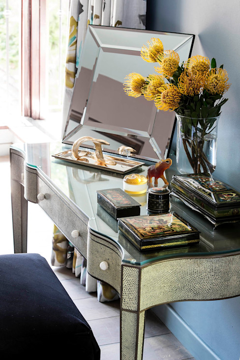 Master Suite Dressing Table homify Hotels Glass Yellow