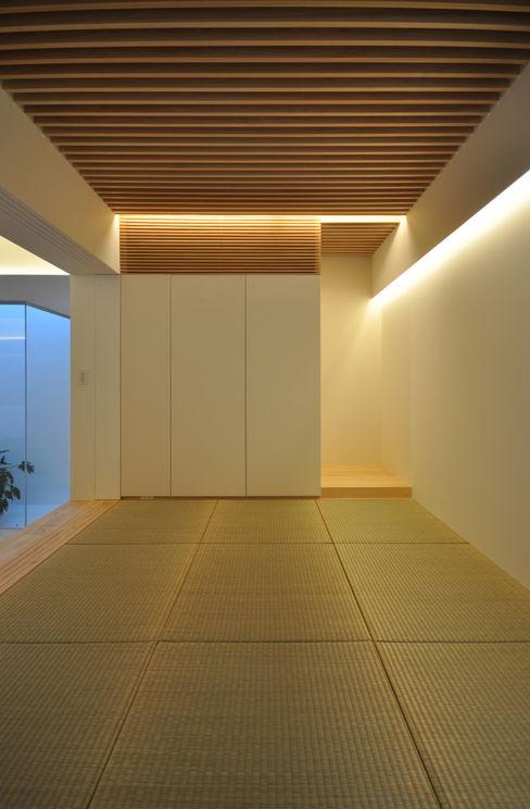 IGW-HOUSE 門一級建築士事務所 モダンデザインの 多目的室