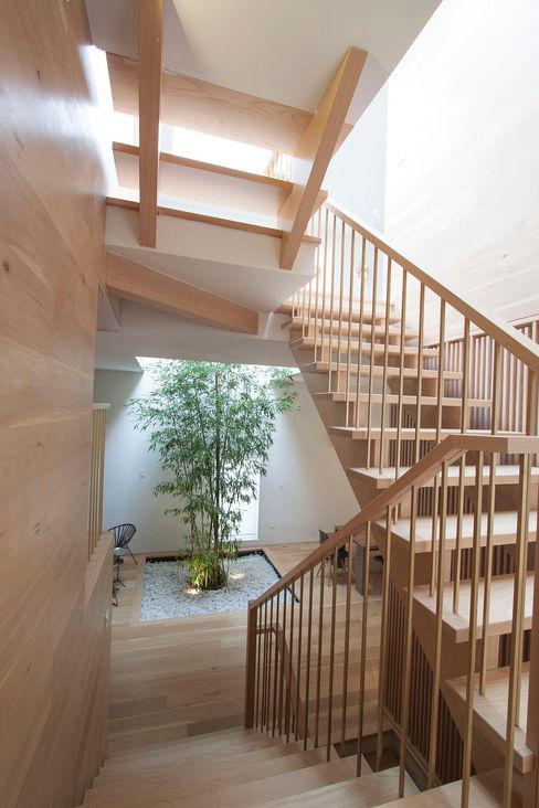 AtelierSUN Couloir, entrée, escaliers modernes Bois d'ingénierie Effet bois