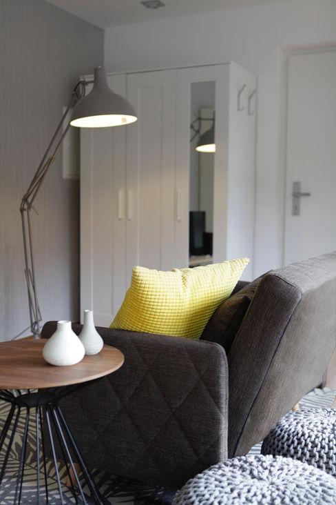 Studio Dooie Ruang Keluarga Modern Yellow