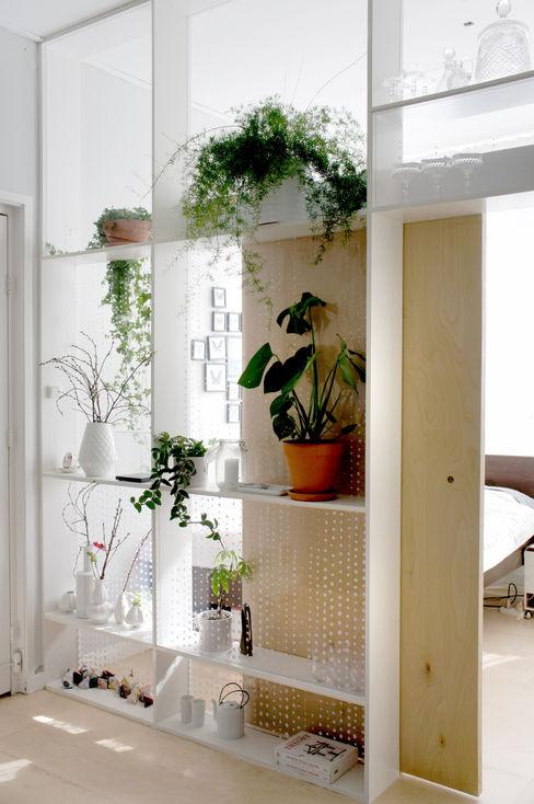 Xtra Room Atelier ARI Salas de estilo escandinavo Madera Blanco