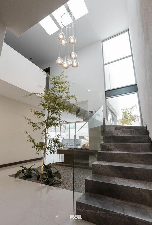 2M Arquitectura Modern corridor, hallway & stairs Marble