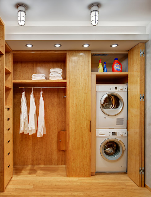 Dressing Room with Laundry Closet Lilian H. Weinreich Architects Modern dressing room Bamboo