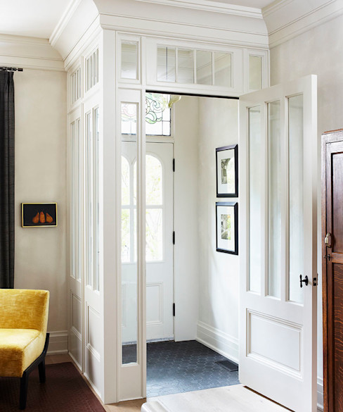Douglas Design Studio Couloir, entrée, escaliers classiques Blanc