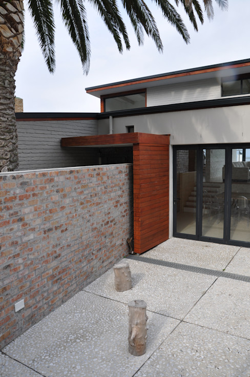 HOLIDAY HOME CONVERSION Gallagher Lourens Architects Patios
