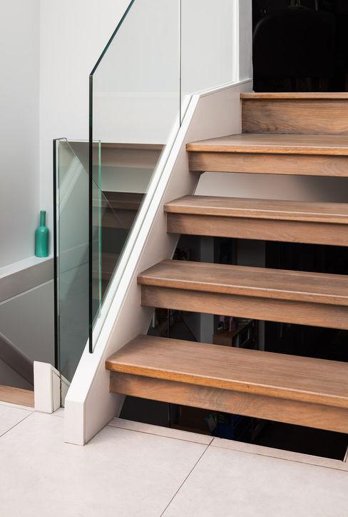 Slot House, London W12 AU Architects Pasillos, vestíbulos y escaleras de estilo moderno