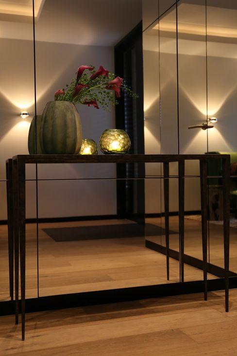 Einrichtung eines Familienhauses AID-Studio Moderner Flur, Diele & Treppenhaus