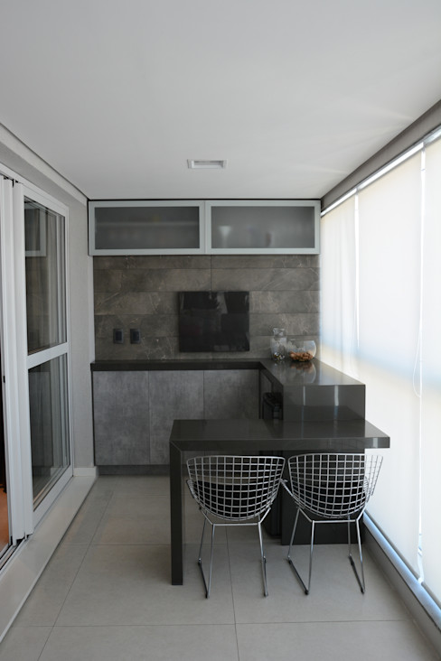 Juliana Baumhardt Arquitetura Modern balcony, veranda & terrace