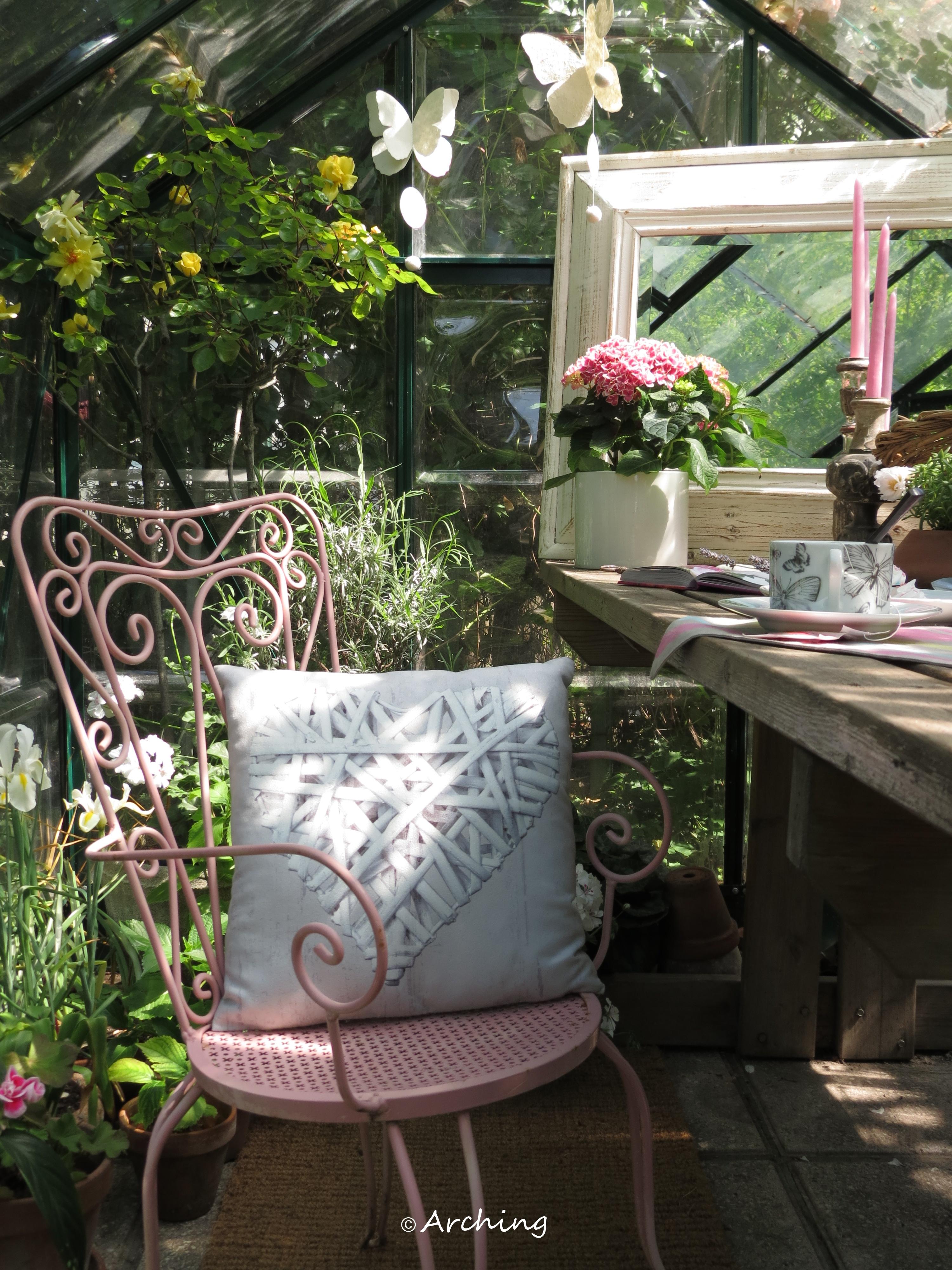 Una piccola serra tutta al femminile Arching - Architettura d'interni & home staging Giardino d'inverno in stile rurale Legno Rosa