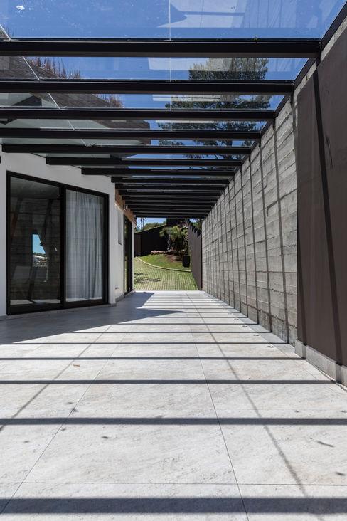 CASA VILLAGGIO sacha zanin arquiteta Casas modernas