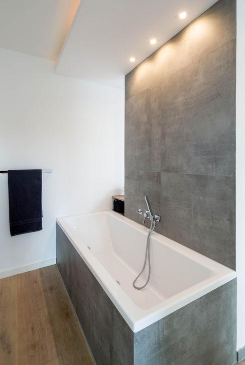 Ferreira | Verfürth Architekten Baños de estilo moderno