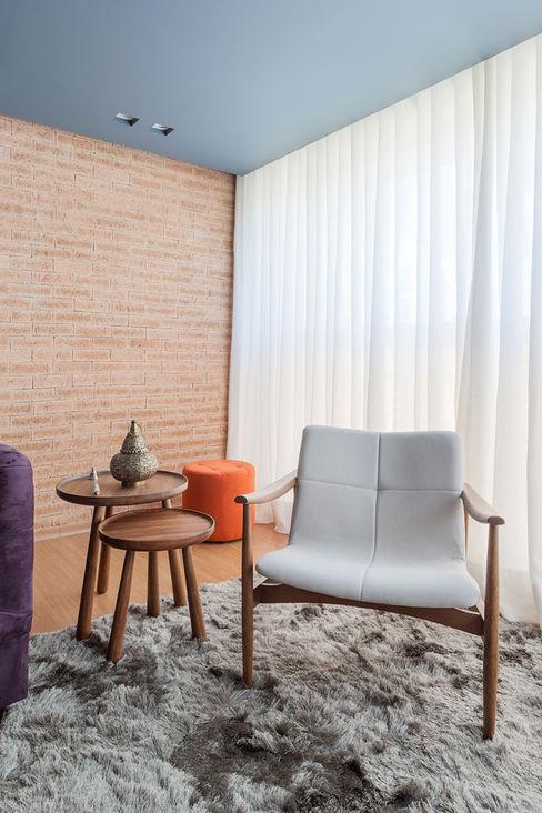 Botti Arquitetura e Interiores-Natália Botelho Soggiorno moderno Laterizio Blu