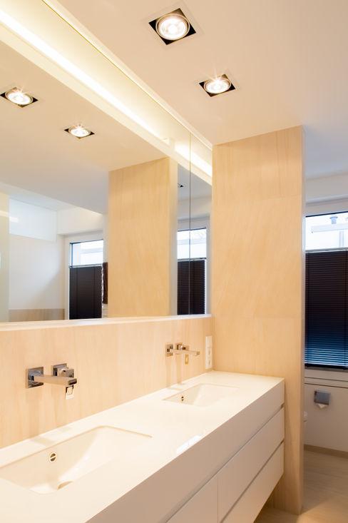 Haus H Ferreira   Verfürth Architekten Moderne Badezimmer